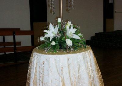 G150 White lilies arrangement